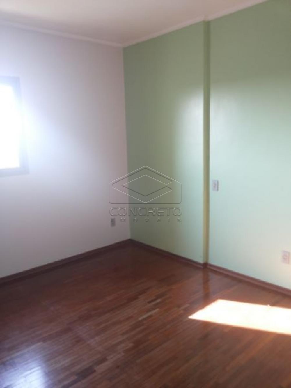 Alugar Apartamento / Padrão em Botucatu R$ 1.170,00 - Foto 2