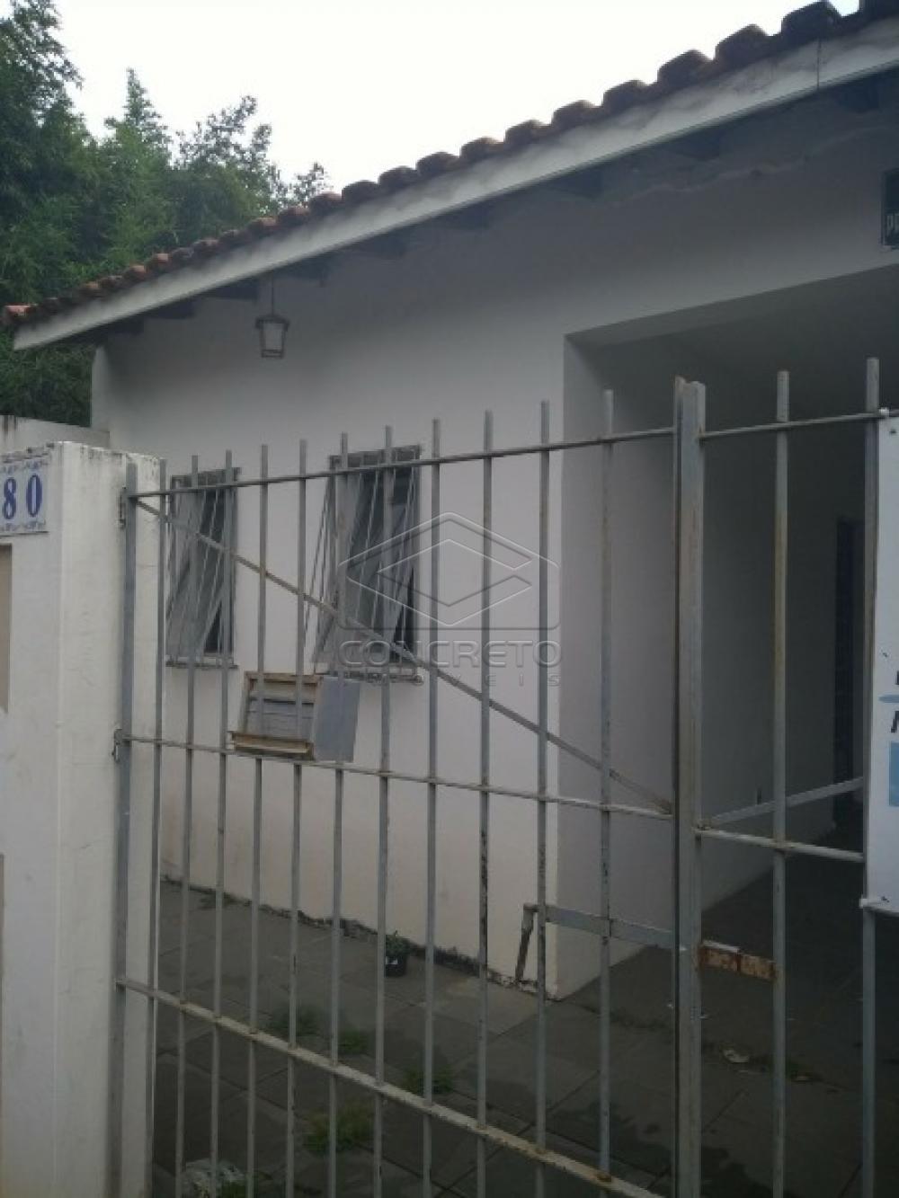 Alugar Casa / Padrão em Botucatu apenas R$ 900,00 - Foto 1