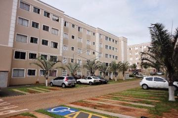 Alugar Apartamento / Padrão em Bauru. apenas R$ 125.000,00