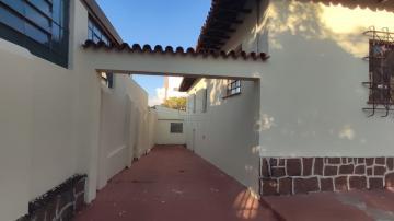 Alugar Casa / Padrão em Botucatu. apenas R$ 3.500,00