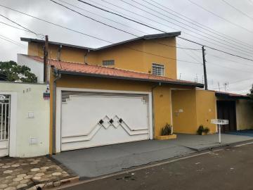 Alugar Casa / Padrão em Bauru. apenas R$ 3.000,00