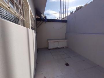 Alugar Casa / Padrão em Botucatu. apenas R$ 2.000,00