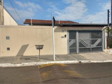 Alugar Casa / Padrão em Botucatu. apenas R$ 299.000,00