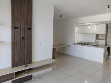Alugar Apartamento / Padrão em Botucatu. apenas R$ 2.200,00