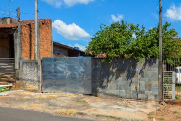 Alugar Casa / Padrão em Bauru. apenas R$ 850,00