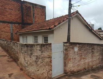 Alugar Casa / Residencia em Botucatu. apenas R$ 600,00