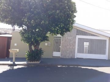 Alugar Casa / Padrão em Bauru. apenas R$ 1.350,00