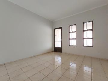 Alugar Casa / Padrão em Jaú. apenas R$ 800,00