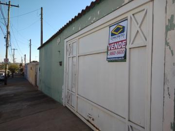 Alugar Casa / Padrão em São Manuel. apenas R$ 280.000,00